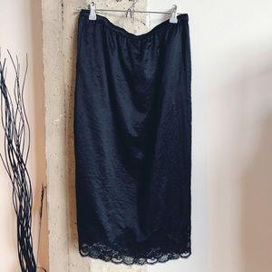 Gorgeous Hinge Black Slip Skirt w/Lace hem